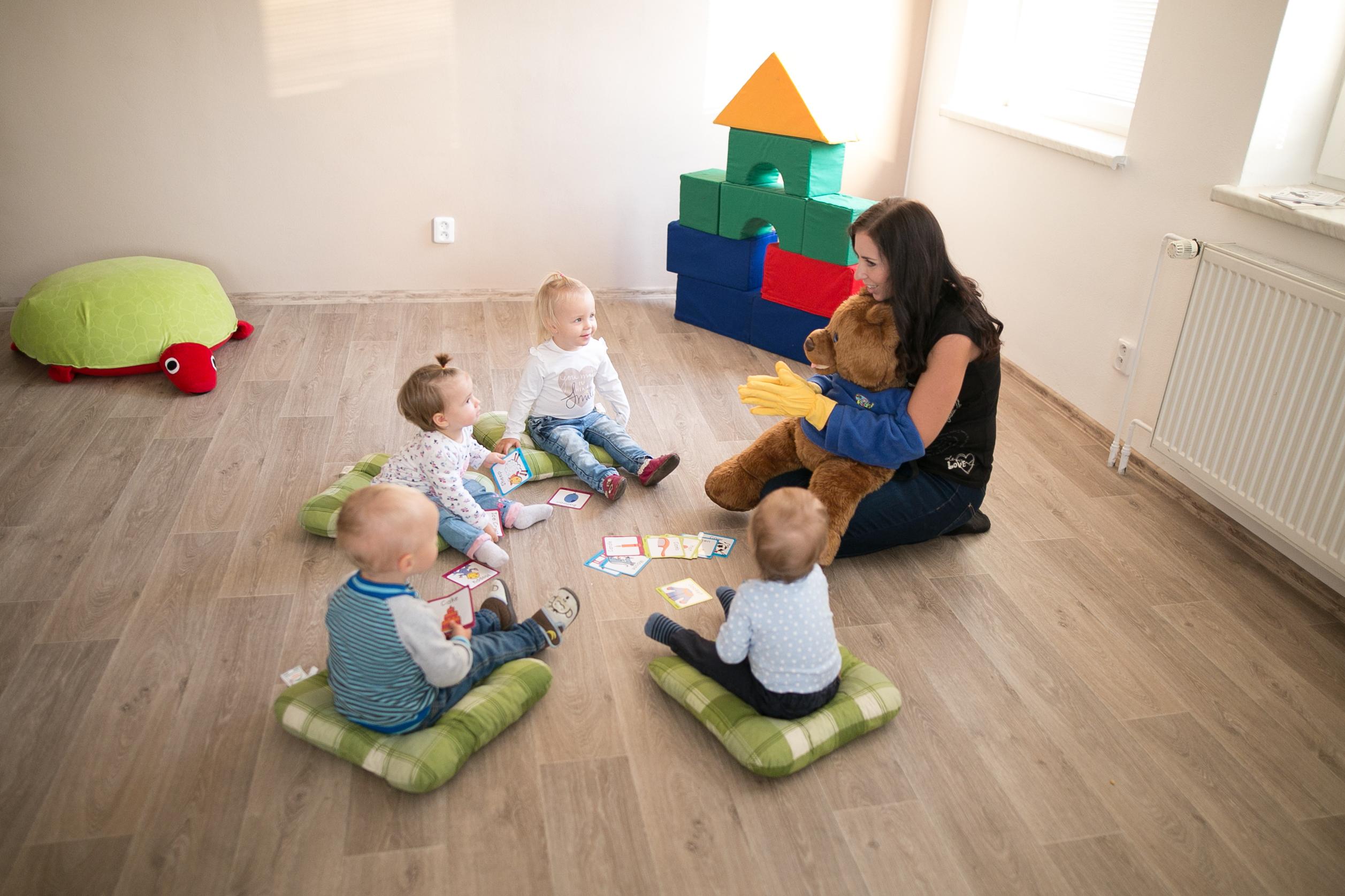 BABY SIGNS® – ZNAKOVÁNÍ PRO MIMINKA A BATOLATA